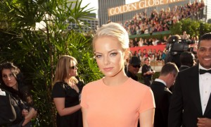 Emma_Stone_Peach_GoldenGlobeAwards