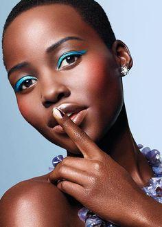 blue eyeliner trend