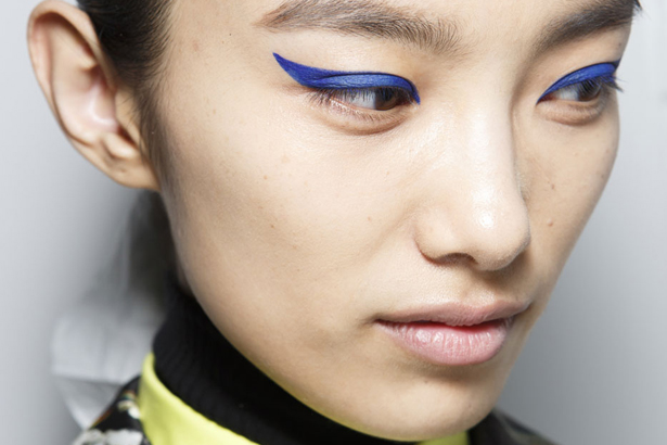 how to wear blue eyeliner with blue eyes
